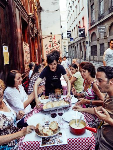 Serving Quenelle des Brochet at Restaurant Chez Hugon, Lyon, France