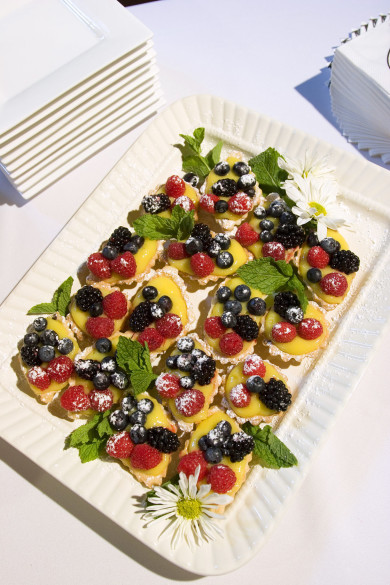 Fruit tarts at wedding